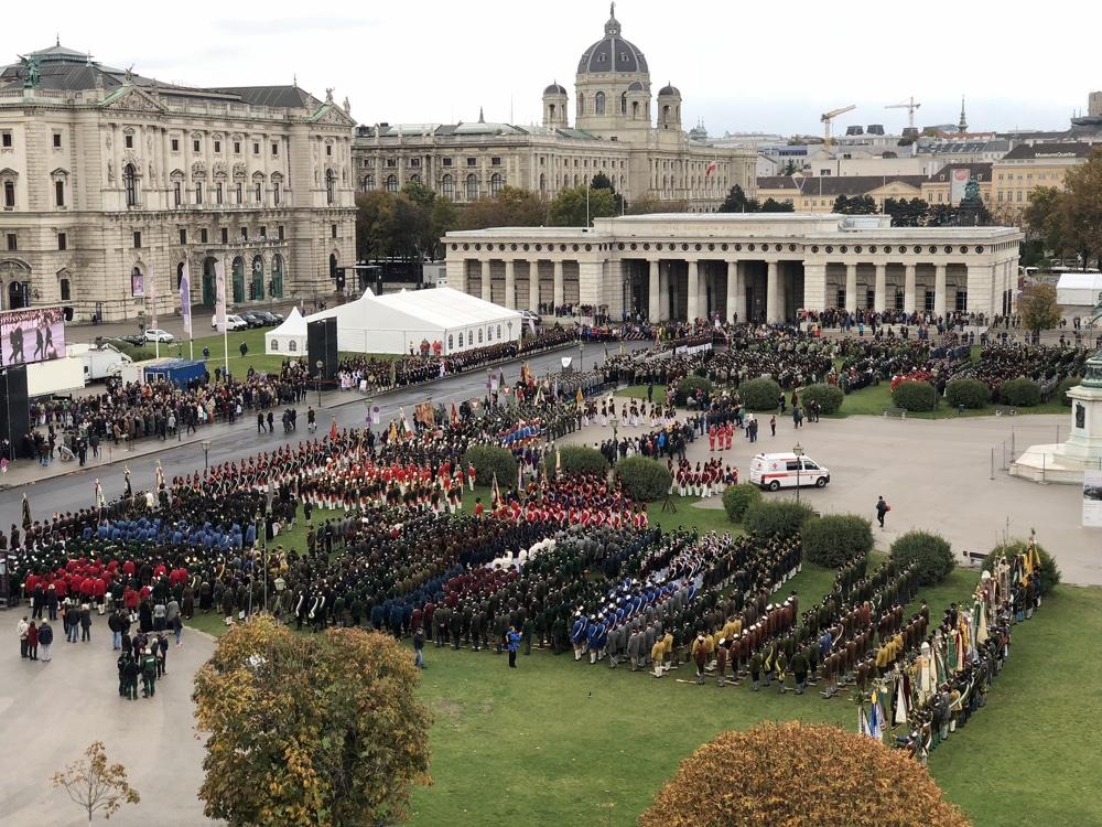 Festakt der Salzburger Schützen am Heldenplatz in Wien